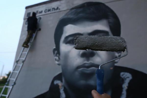 Граффити с изображением актера Сергея Бодрова стрит-арт команды HoodGraff Team