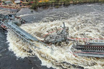 Обрушение железнодорожного моста под Мурманском попало на видео