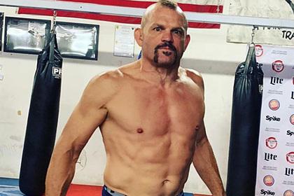 Бывший чемпион UFC вышел на улицы успокаивать протестующих в США