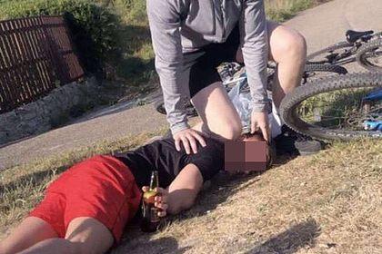 Подростки спародировали смерть чернокожего в США и попали под арест