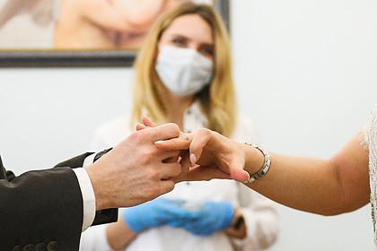 В России решили уточнить поводы для заключения ранних браков