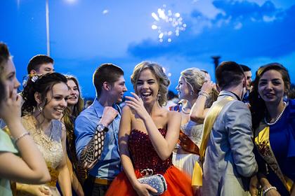 Названо условие проведения школьных выпускных в России