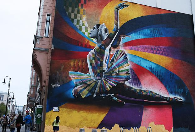 Граффити с изображением Майи Плисецкой в Москве. Несмотря на то что работа не была согласована с властями, ее все же решили не закрашивать