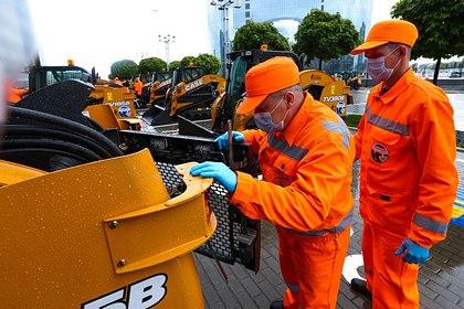 Воробьев передал муниципалитетам 40 уборочных машин