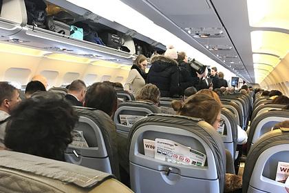 Стюардесса раскрыла самые возмутительные поступки пассажиров самолета