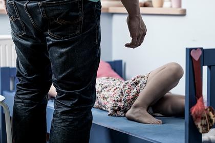 Женщина запретила дочери переехать от отца-тирана и была названа отвратительной