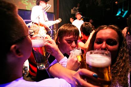 Стало известно об обратном действии запрета продажи алкоголя до 21 года в России