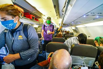 Бортпроводники раскрыли правду о переполненных рейсах во время пандемии