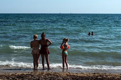 Украинцев попросили не купаться в Черном море