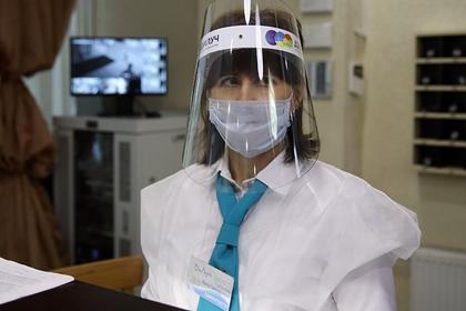 Врач израильской клиники счел бессмысленным ношение масок на улице