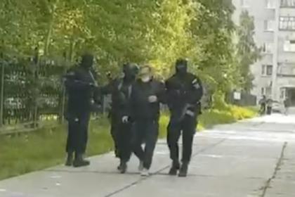 Физрук пять лет насиловал и развращал учениц российской школы