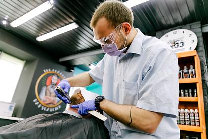Мужчины ринулись в парикмахерские Подмосковья в первый день их открытия