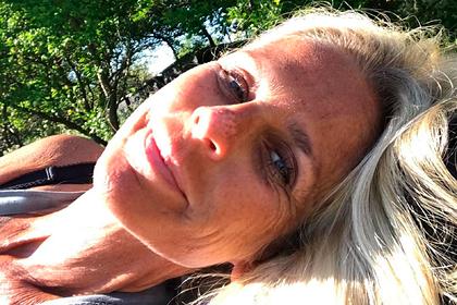 Пристрастившаяся к загару женщина заявила о готовности умереть от солнца