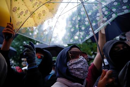 США на протестующих в Лос-Анджелесе сбросили облученных самцов мух