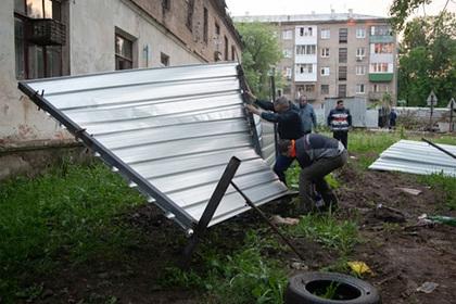 Россияне воспротивились строительству высотки и легли под технику
