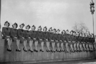 Со временем ожидания росли, а качество сервиса становилось все выше не только на земле, но и в небе. Чтобы лучше справляться с обязанностями и соответствовать всем стандартам, сотрудницы авиакомпаний проходили различные тренинги. Так, например, в мае 1946 года членов экипажа Trans World Airline проинструктировали, как ухаживать за путешественниками, очаровывать их и не терять при этом самообладания. Кроме того, девушкам преподавали уроки чтения и французского, а также сделали жизненно необходимые прививки.