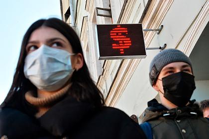 Оценена вероятность доллара по 90 рублей в случае второй волны коронавируса