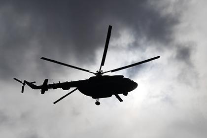 Вертолет Ми-8 экстренно сел на трассу в Подмосковье