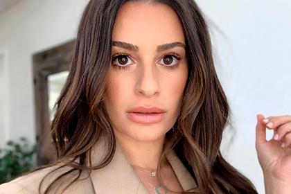 Актрису обвинили в расизме из-за угроз «насрать в парик» темнокожей коллеге