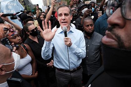 В Лос-Анджелесе решили забрать деньги у полицейских и отдать чернокожим