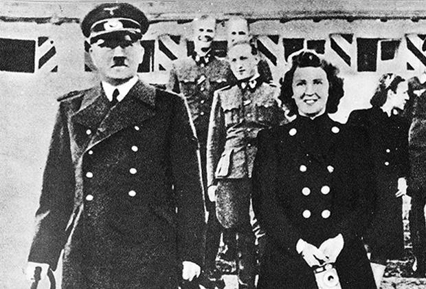 Адольф Гитлер и Ева Браун в 1944 году