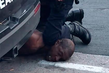 В деле об убийстве афроамериканца полицейским обнаружили странные совпадения