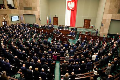Правительству Польши вынесли вотум доверия на фоне эпидемии коронавируса