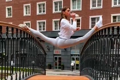 Гимнастка Солдатова решила пугать соседей шпагатом в стиле Ван Дамма