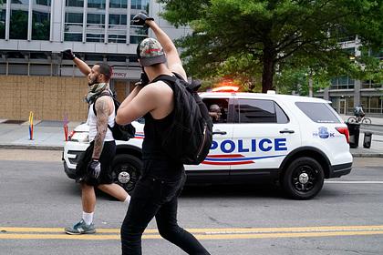 Трамп призвал поощрить американских полицейских
