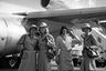 В 1968 году наступила новая эра защиты прав человека, и в США был отменен запрет на брак и отношения для стюардесс. Кроме того, перевозчикам больше не разрешалось устанавливать ограничения по возрасту и нанимать исключительно молодых сотрудниц. А в 1971 году равенства добились и мужчины — теперь они тоже могли стать бортпроводниками.