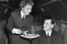 Наличие пожилых женщин среди членов экипажа было категорически исключено. Во-первых, маркетологи верили, что молодость и свежий внешний вид привлекает клиентов гораздо больше, а во-вторых, стать стюардессой могли только незамужние девушки, жизнь которых не обременена отношениями. Именно поэтому в те времена бортпроводницы не задерживались на службе дольше трех лет.