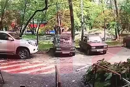 Момент ЧП в жилом доме в Москве попал на видео