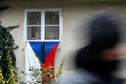 Чехия объявила двух российских дипломатов персонами нон грата