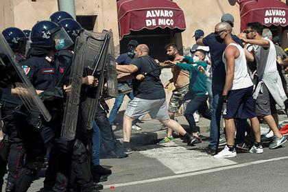 Футбольные фанаты избили полицейских из-за коронавируса