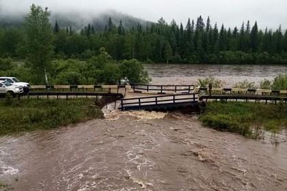 Мост в российском регионе обрушился после проливных дождей