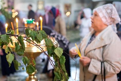 Священник напомнил о новых правилах посещения церквей перед Троицей