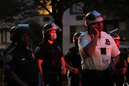 Религиозный фанатик напал на троих полицейских во время протестов в США