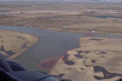 Водоемы Норильска после разлива топлива показали с вертолета