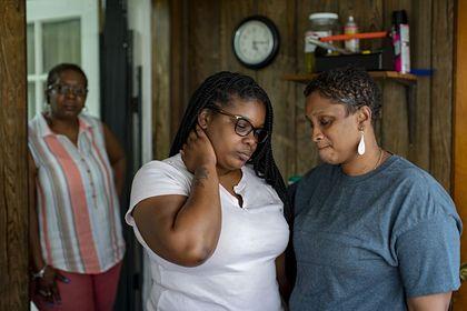 Стало известно о насилии полицейских над темнокожей женщиной в США