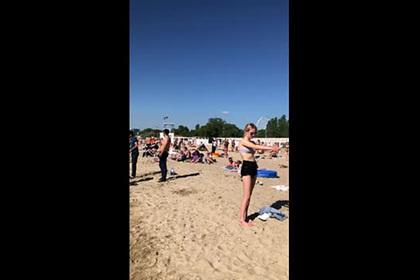 Переполненные пляжи популярного российского курорта попали на видео