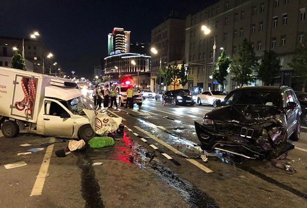 Место автомобильной аварии с участием Михаила Ефремова на Смоленской площади в Москве, 9 июня 2020 года