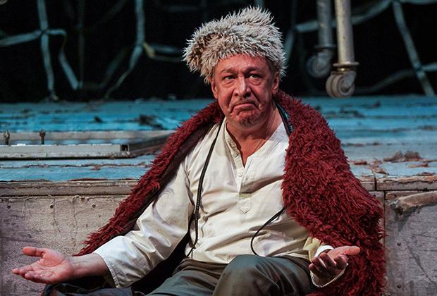 Актер Михаил Ефремов (Чапаев) в сцене из спектакля «Чапаев и Пустота» по роману В.Пелевина, 2018 год