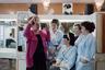 Прически с огромными начесами оставались популярными вплоть до 2000-х годов. А если в парикмахерской заканчивался фиксирующий лак для волос, мастера разводили сахар или пудру в воде и закрепляли этой липкой смесью волосы. <br> <br>  На снимке— мастера парикмахерского салона «Фея». Они демонстрируют все атрибуты красоты того времени: яркий макияж, необычные аксессуары и те самые пышные прически.