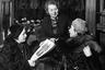 В советские годы покупку шубы могли себе позволить только обеспеченные люди. Цена даже меховой шапки превышала среднюю заработную плату. Для сравнения: средний месячный доход гражданина в позднесоветские годы составлял 120-150 рублей, а стоимость шапки— 200 рублей.  <br>  <br> В конце 30-х годов на витринах магазинов стали появляться так называемые «имитированные» шубы. Они изготавливались из дешевого меха, но выглядели как дорогие. Особой популярностью пользовалась модель «кролик под котика»: шкурку кролика выделывали так, чтобы она походила на мех морского котика.