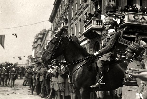 Военный парад в Фиуме, устроенный во время оккупации города под предводительством Д'Аннунцио, декабрь 1919 года