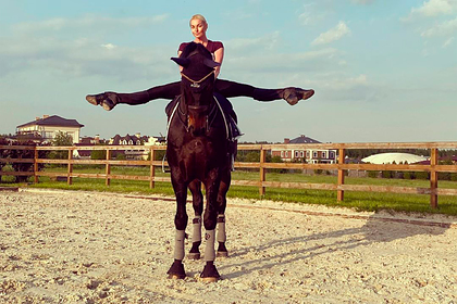 Волочкова показала шпагат верхом на коне