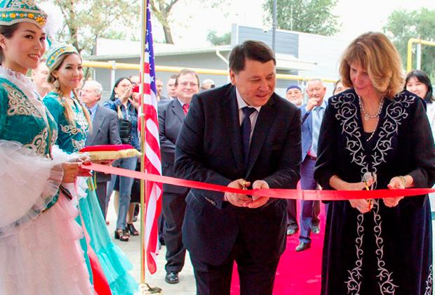 На церемонии присутствовал заместитель главы дипломатической миссии США  в Казахстане Джон Поммершайм
