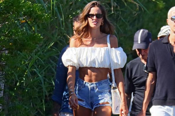 Популярные в нулевых мини-шорты стали трендом у знаменитостей