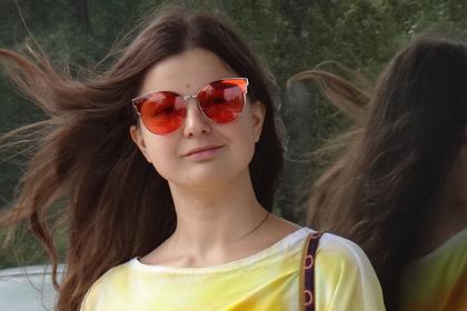 Россиянки массово обнажились в защиту обвиненной за рисунки с вагинами художницы