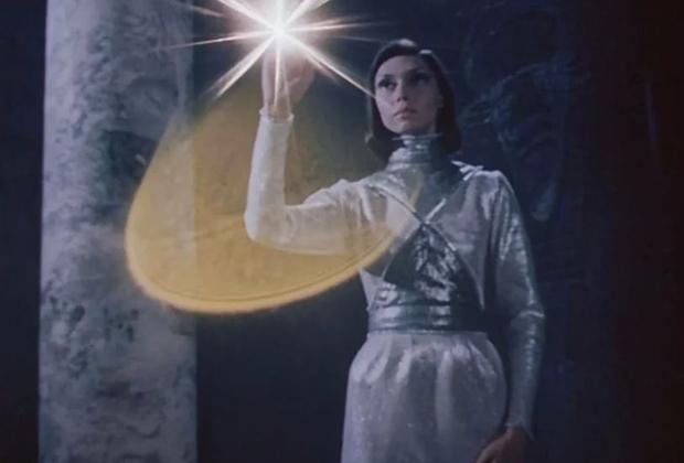 Елена Метелкина в роли Полины в фильме «Гостья из будущего», 1984